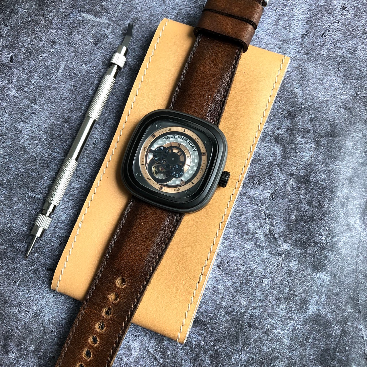 porteur-straps-bourbon-sevenfriday (2)
